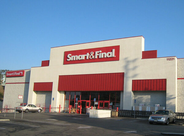 Smart & Final grocery warehouse store in Los Angeles